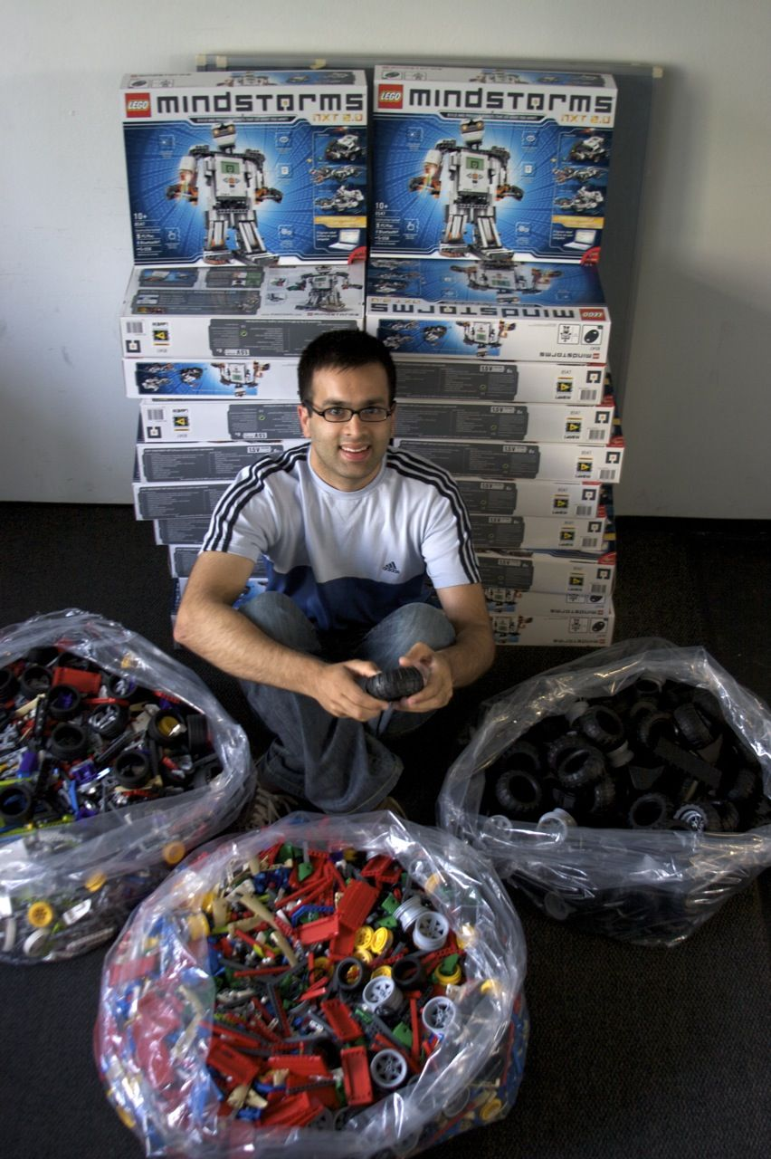 mindstorms projects Create and command amazing lego® mindstorms® ev3 robots with touch sensor, color sensor, infrared sensor and 550+ lego technic elements.